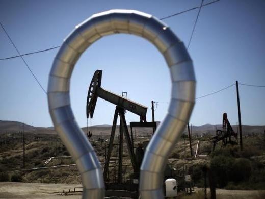 Dư cung dầu năm 2015 tiếp tục tăng dù sản lượng dầu đá phiến giảm