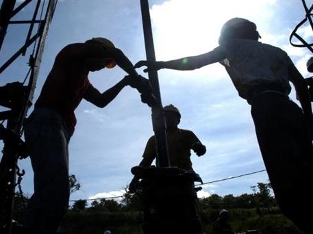 Indonesia hủy bỏ thuế đất trong thăm dò dầu khí