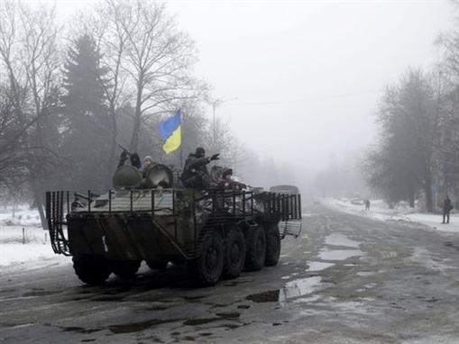 Ukraine tố bị quân đội Nga tấn công ở miền Đông