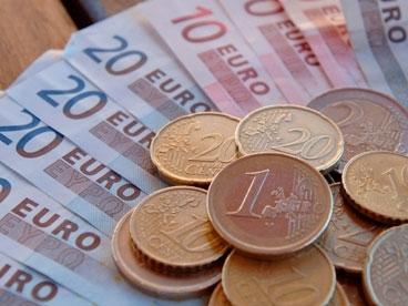 Euro bắt đáy mới so với USD