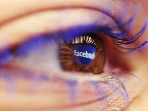 Quảng cáo di động tăng trưởng mạnh, Facebook thu lời lớn