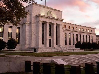 Fed giữ quan điểm kiên nhẫn, hạ dự báo lạm phát
