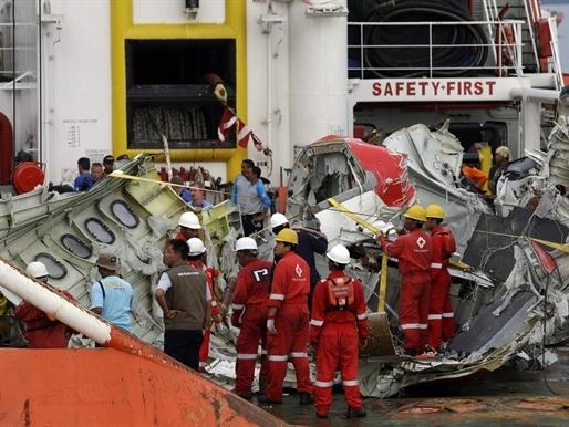 Cơ phó người Pháp cầm lái khi máy bay AirAsia gặp nạn