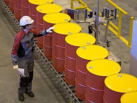 Barclays, Goldman đồng loạt hạ dự báo giá dầu nửa đầu năm 2015
