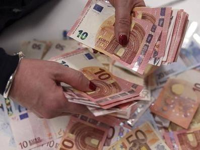 Eurozone rơi vào giảm phát sâu