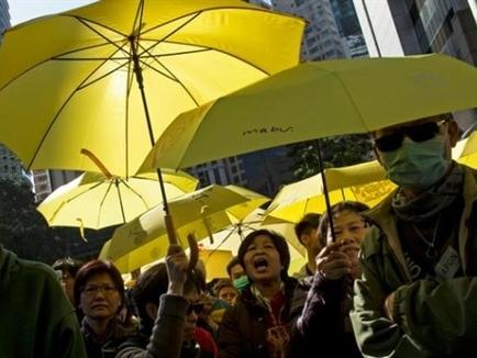 Hàng ngàn người Hong Kong lại biểu tình