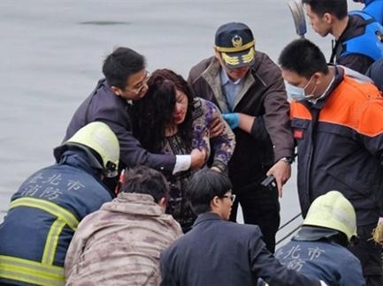 Tìm thấy hộp đen máy bay TransAsia gặp nạn