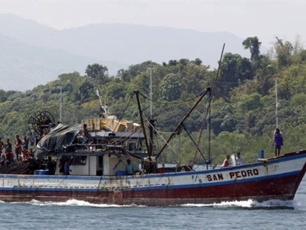 Tàu Trung Quốc bị tố đâm tàu cá Philippines