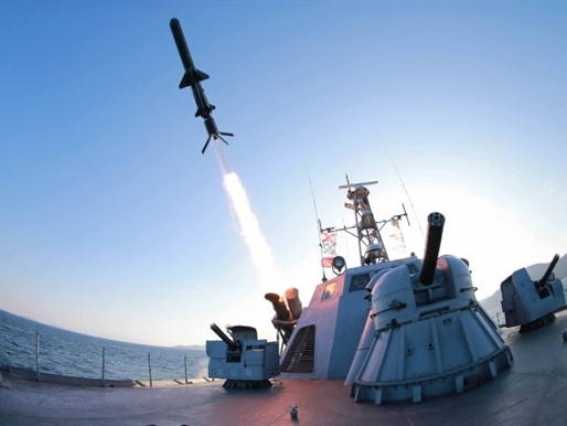 Triều Tiên bắn một loạt 5 tên lửa ra biển