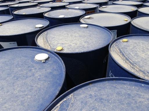 Giá dầu tăng do dự đoán nhu cầu cao hơn, nguồn cung giảm