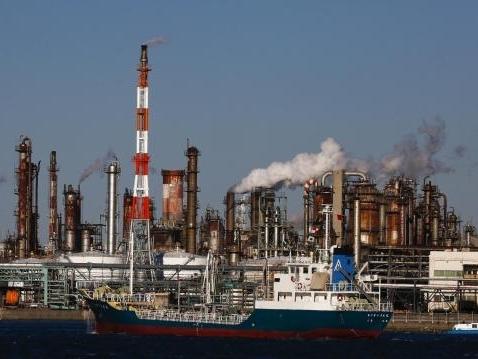 Thành viên OPEC lại giảm giá bán dầu cho châu Á
