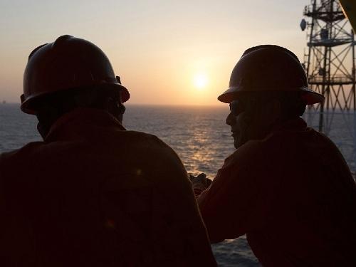 Số lao động ngành dầu khí mất việc ngày một tăng