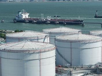 Giá dầu Brent xuống dưới 60 USD/thùng do lo ngại dư cung
