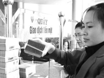 Thống đốc NHNN Nguyễn Văn Bình: Giảm lãi suất, tăng niềm tin với tiền đồng