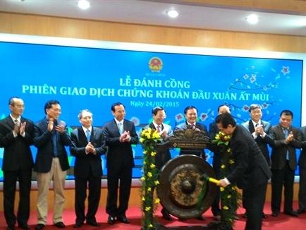 Thủ tướng đề nghị Bộ Tài chính khẩn trương hợp nhất 2 sàn