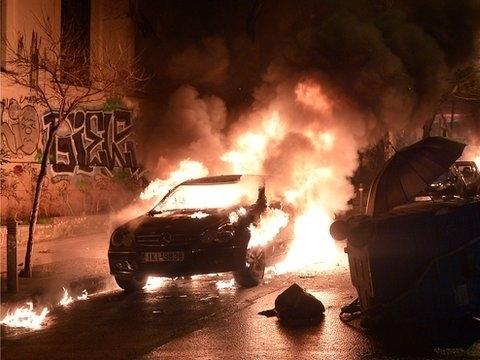 Hy Lạp chìm trong bạo loạn