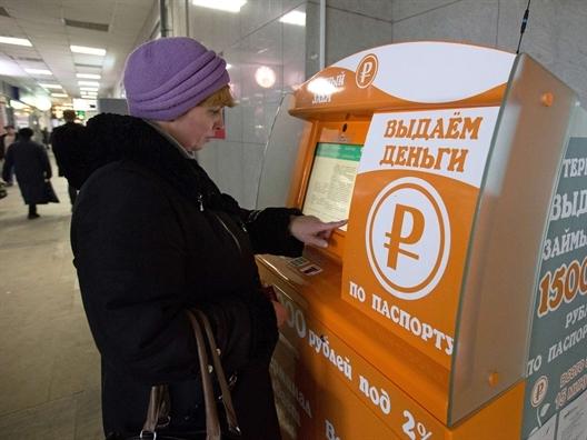 Nga: Ngân hàng cạn vốn, dịch vụ ATM cho vay nặng lãi nở rộ