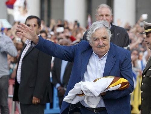 Tổng thống nghèo nhất thế giới rời chính trường
