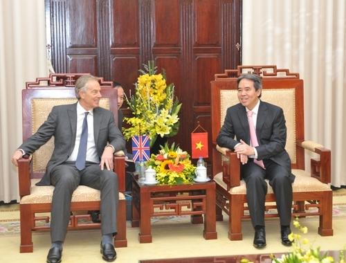 Thống đốc NHNN Nguyễn Văn Bình tiếp cựu Thủ tướng Anh Tony Blair
