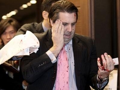 Đại sứ Mỹ tại Hàn Quốc rách mặt vì bị tấn công bằng dao