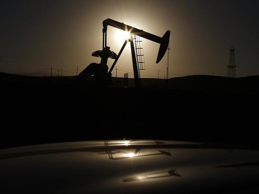 Giá dầu giảm do lo ngại về nguồn cung, USD và Iran