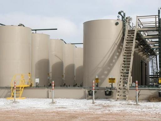 Thương nhân tăng xả bán dầu dự trữ khi giá tăng