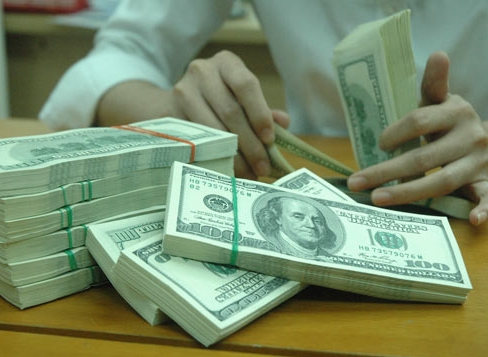 Giá USD trên thị trường tự do tăng mạnh