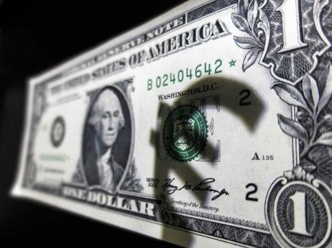 USD lập kỷ lục mới so với euro, yên