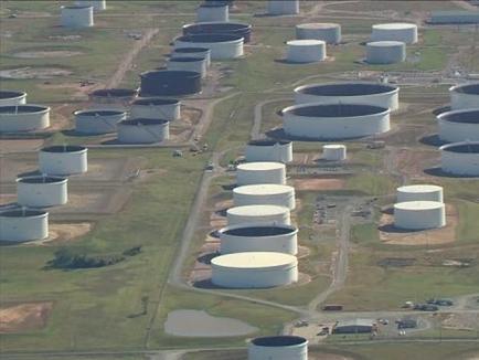 Giá dầu Mỹ tiếp tục giảm khi nguồn cung tăng