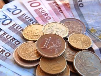 Euro lao dốc ảnh hướng thế nào đến thị trường chứng khoán Việt?