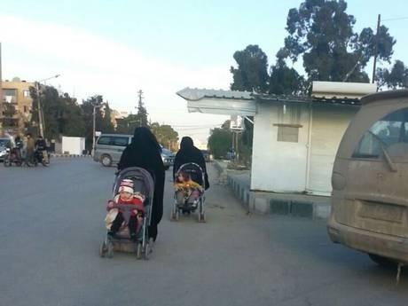 Bi kịch cô dâu IS mỗi tuần cưới một chồng