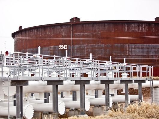 Giá dầu quay đầu giảm khi dự trữ đạt kỷ lục