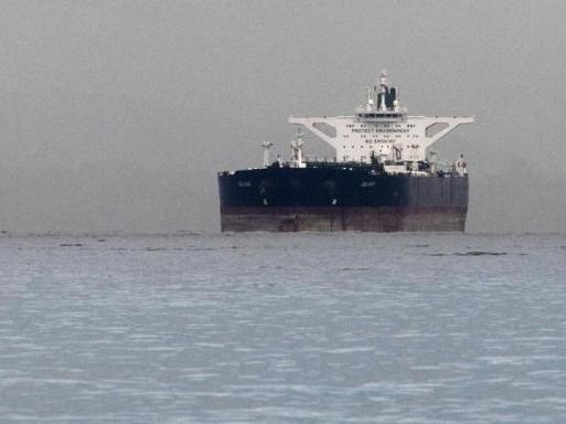 Iran đang trữ 30 triệu thùng dầu ngoài khơi