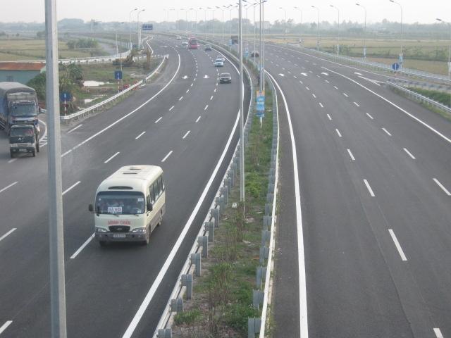 Tăng phí đường cao tốc để hoàn vốn hai nút giao