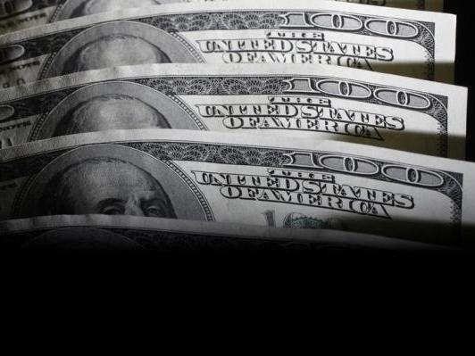 USD bật tăng khi thị trường tái đặt cược tăng giá vào đồng bạc xanh