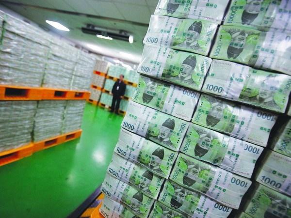 Hàn Quốc in thêm tiền để cho các doanh nghiệp vừa và nhỏ vay