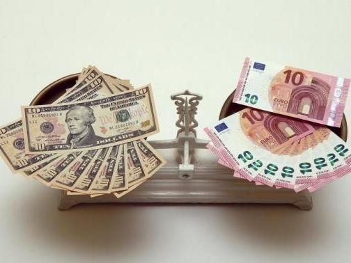 Euro giảm do lo ngại Hy Lạp, USD phục hồi