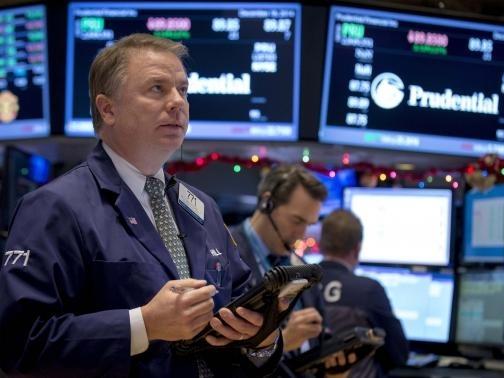 Chứng khoán Mỹ giảm, chờ biên bản họp Fed