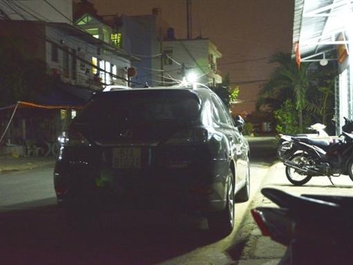 Phó tổng giám đốc ngân hàng Việt Á gí súng vào nhân viên taxi
