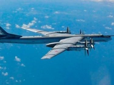 Tàu chiến, máy bay Nga áp sát bờ biển Anh