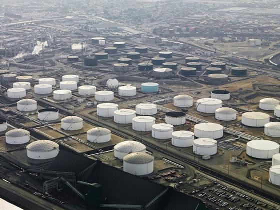 Giá dầu Mỹ tiếp tục giảm sau số liệu tồn kho