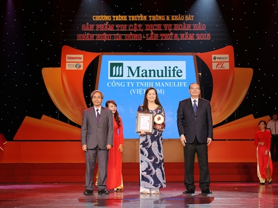 """Manulife được trao tặng Huy chương Vàng """"Sản phẩm tin cậy 2015"""""""