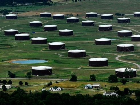 Giá dầu tiếp tục tăng sau báo cáo tồn kho dầu Mỹ