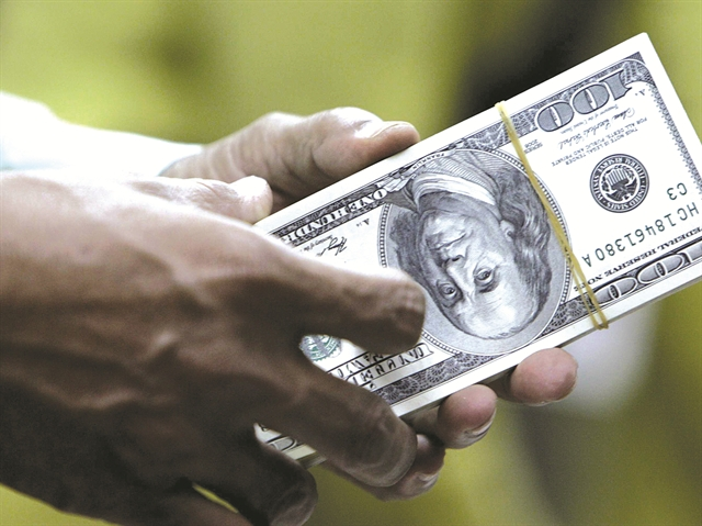 Kinh doanh kho dự trữ ngoại hối: Nguy cơ bất ổn