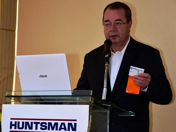 Huntsman hỗ trợ ngành công nghiệp dệt may tại Việt Nam