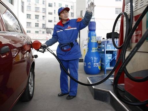 Giá dầu tăng mạnh trở lại nhờ dự đoán nhu cầu