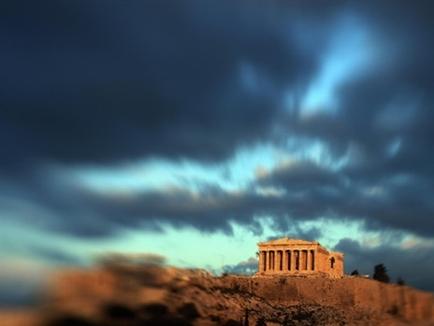 Tiền gửi tháo chạy khỏi ngân hàng Hy Lạp