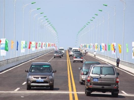 Thông xe cầu Cổ Chiên nối hai tỉnh Bến Tre, Trà Vinh