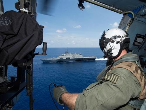Tàu chiến Mỹ chạm trán tàu Trung Quốc ở Biển Đông