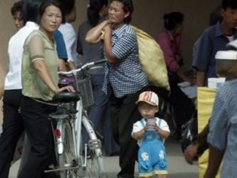 Phụ nữ Triều Tiên thay chồng kiếm tiền